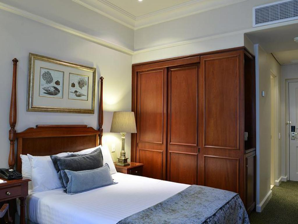 Guest room, 1 Double or 2 Twin/Single Bed(s) - מיטה Protea Hotel Durban Edward