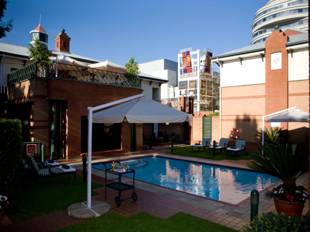 Best Price On Courtyard Hotel Rosebank Johannesburg In Johannesburg Reviews