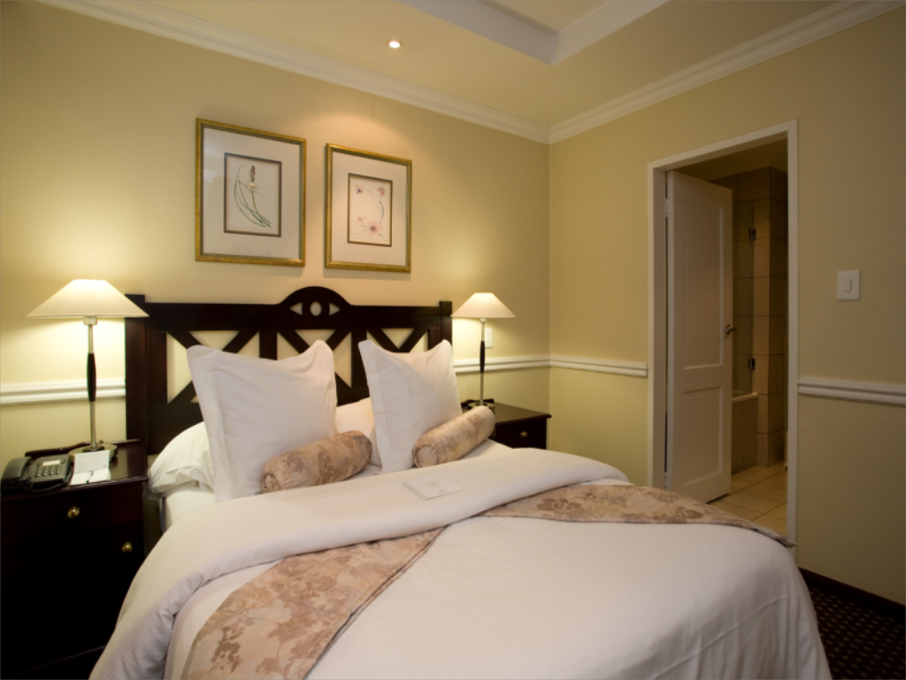 1 Bedroom Deluxe - Bed Courtyard Hotel Rosebank Johannesburg