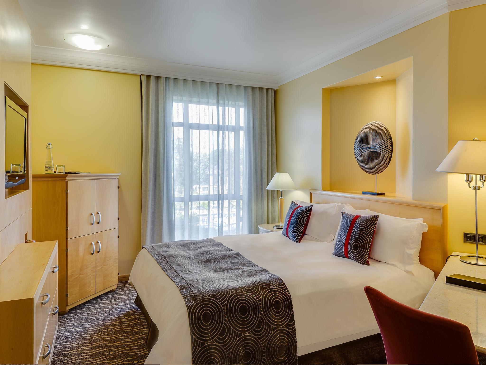Guest room, 1 King or 2 Twin/Single Bed(s)