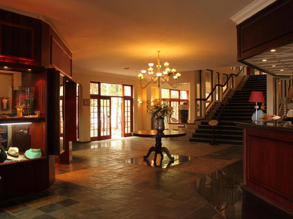 Foyer The Wilderness Hotel