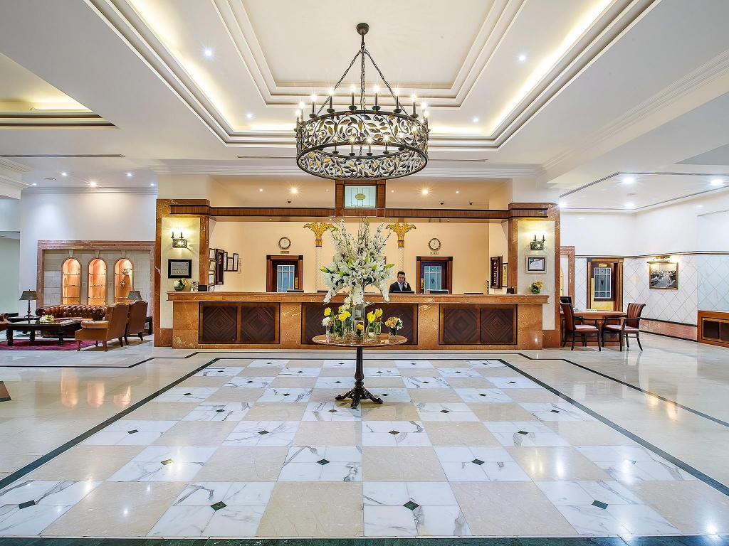 Lobby Hotel Holiday International