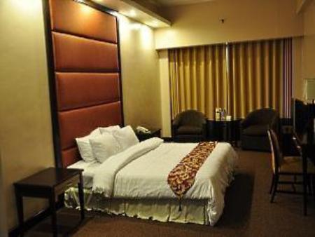 Standard Queen Hotel Rembrandt Quezon City