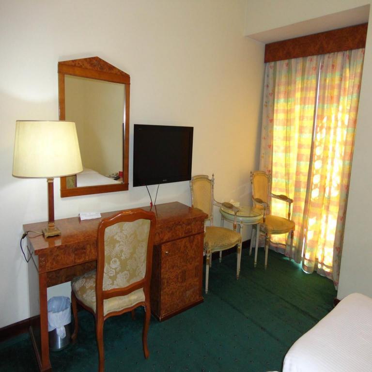 Room Deals, Photos & Reviews