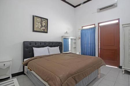 Double Room Nirwana Hotel
