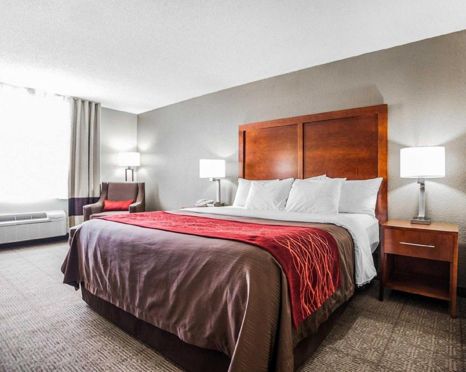 King Room - Non-Smoking Comfort Inn & Suites Moberly