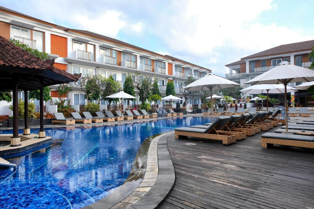 Swimming pool [outdoor] Sol House Bali Kuta by Melia Hotel International
