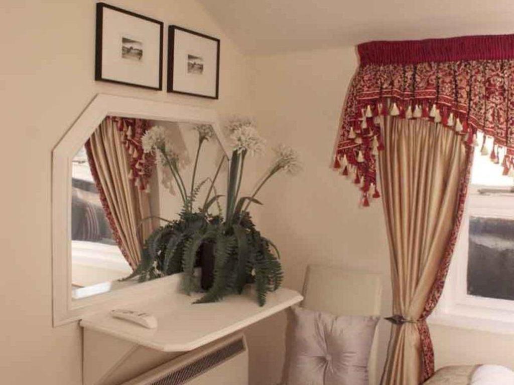 More About Piccolino Hotel