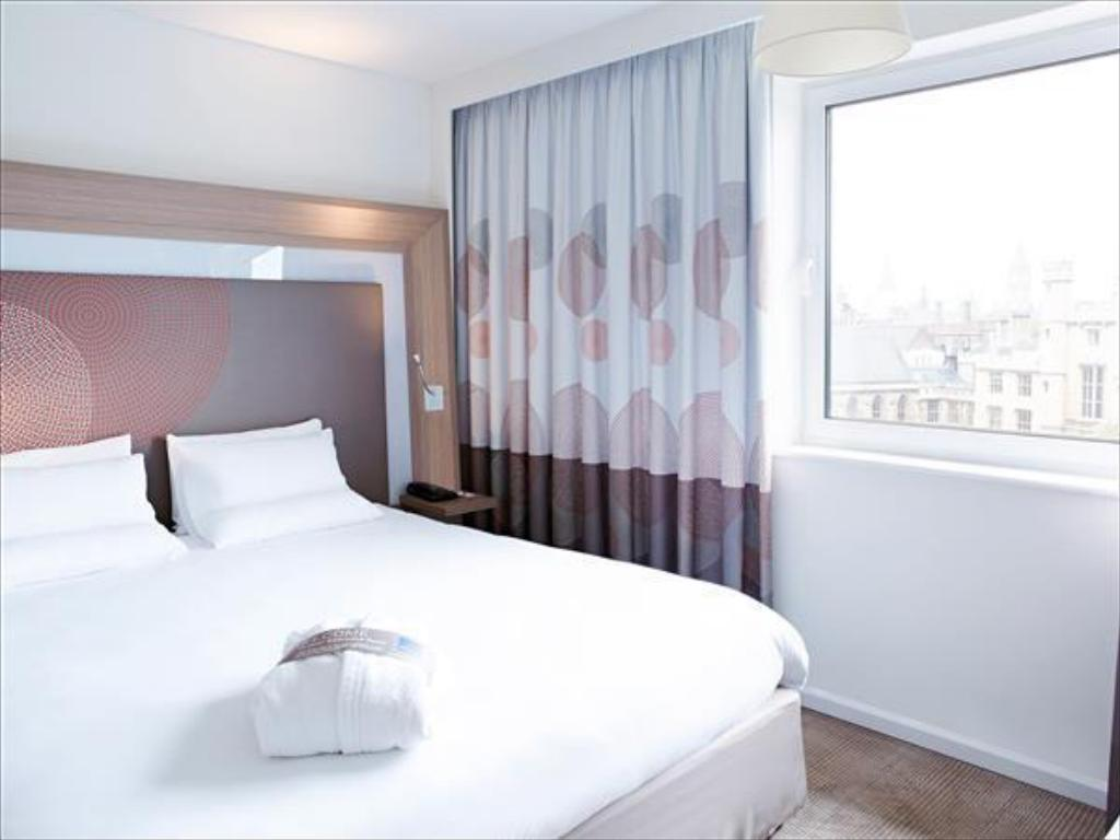 Executive Room Queen Bed Novotel London Waterloo Hotel