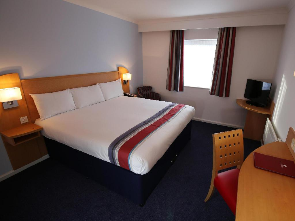 Double Room - Non Smoking - Bed Ramada Wakefield