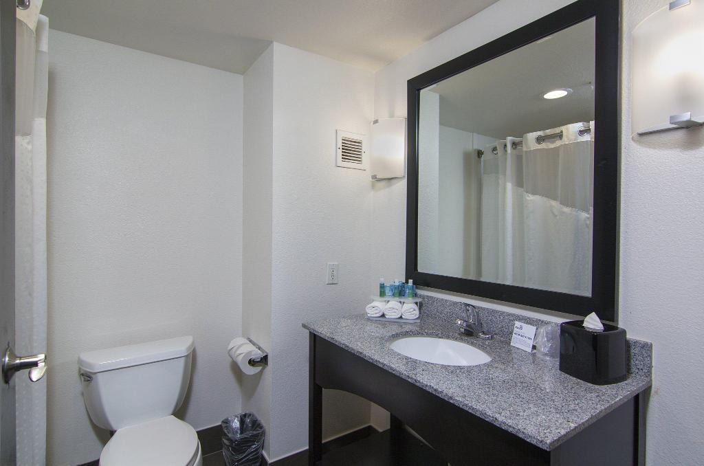 1 Queen Mobility Accessible Tub Non-Smoking Holiday Inn Express Hotel & Suites Solana Beach-Del Mar