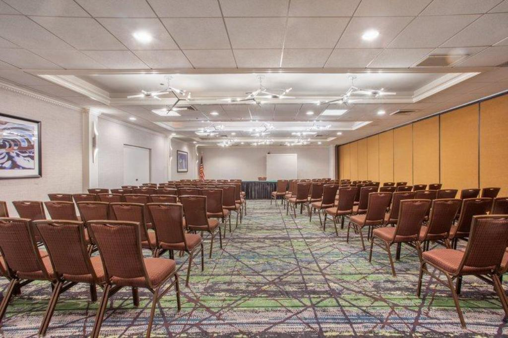 Best Price on Holiday Inn Hotel & Suites Parsippany