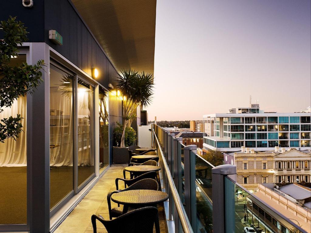Majestic Roof Garden Hotel In Adelaide Room Deals