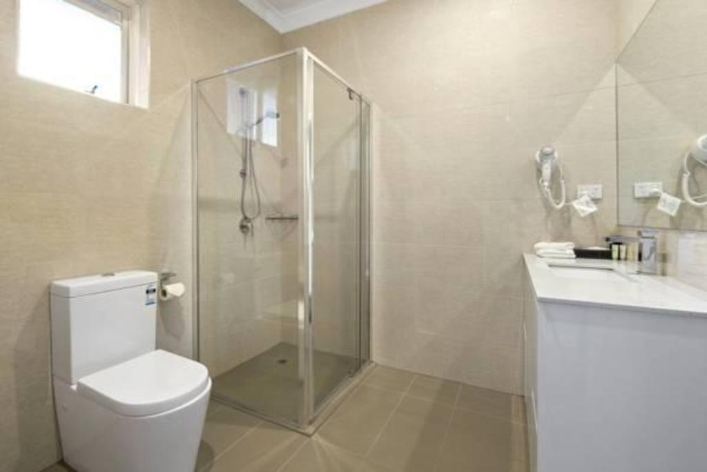 best price on comfort inn dandenong in melbourne reviews. Black Bedroom Furniture Sets. Home Design Ideas