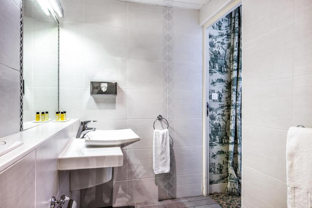 Single - 1 Person - Bathroom Aigle Noir Hotel