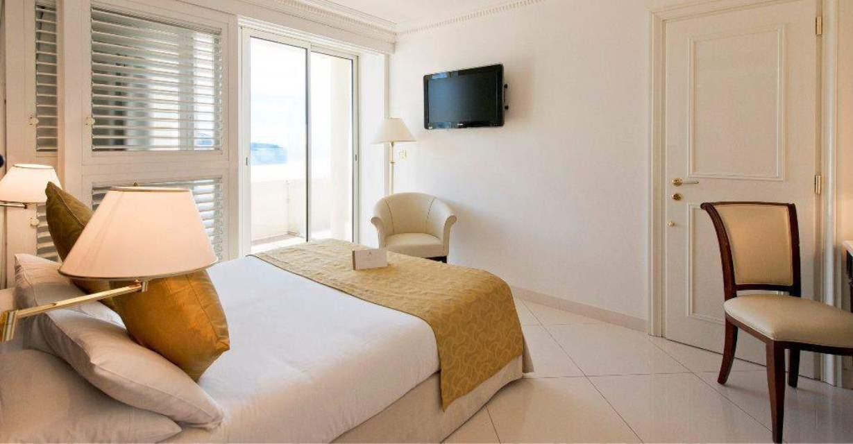 局部海景雙人房 (Double Room with Partial Sea View)