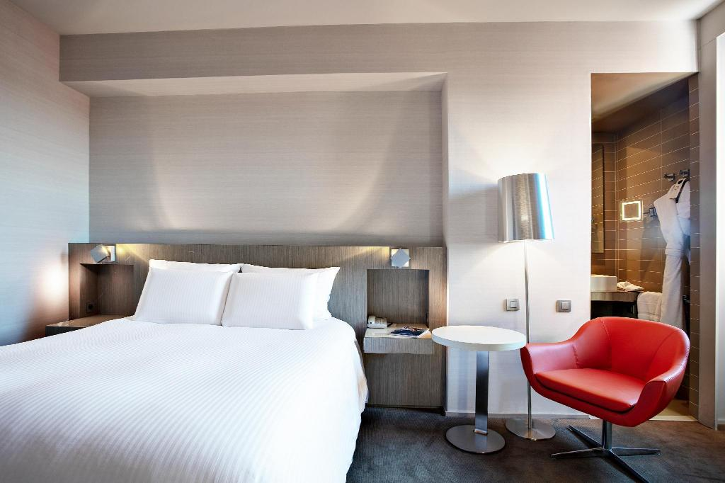 Classic Room with 1 Queen Size Bed - Guestroom Pullman Toulouse Centre