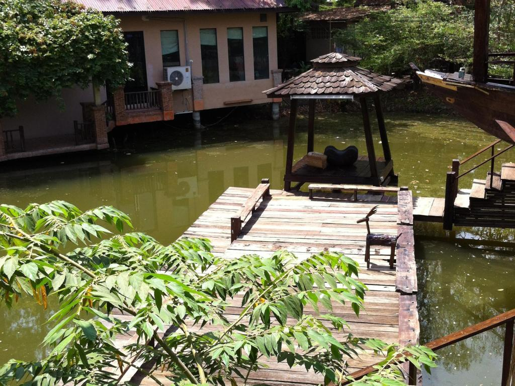Exclusive Boat House - Villa/Bungalow Nontnatee Homestay