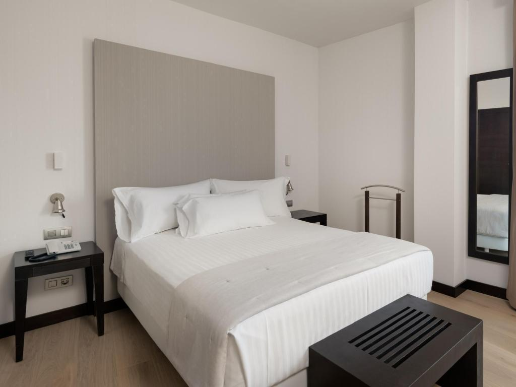 Superior Room with Terrace - Guestroom Nh Cartagena Hotel