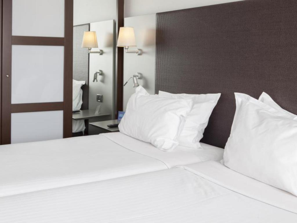 Standard Room, Guest room, 1 Queen or 2 Twin/Single Bed(s) - Bed AC Hotel Gijón