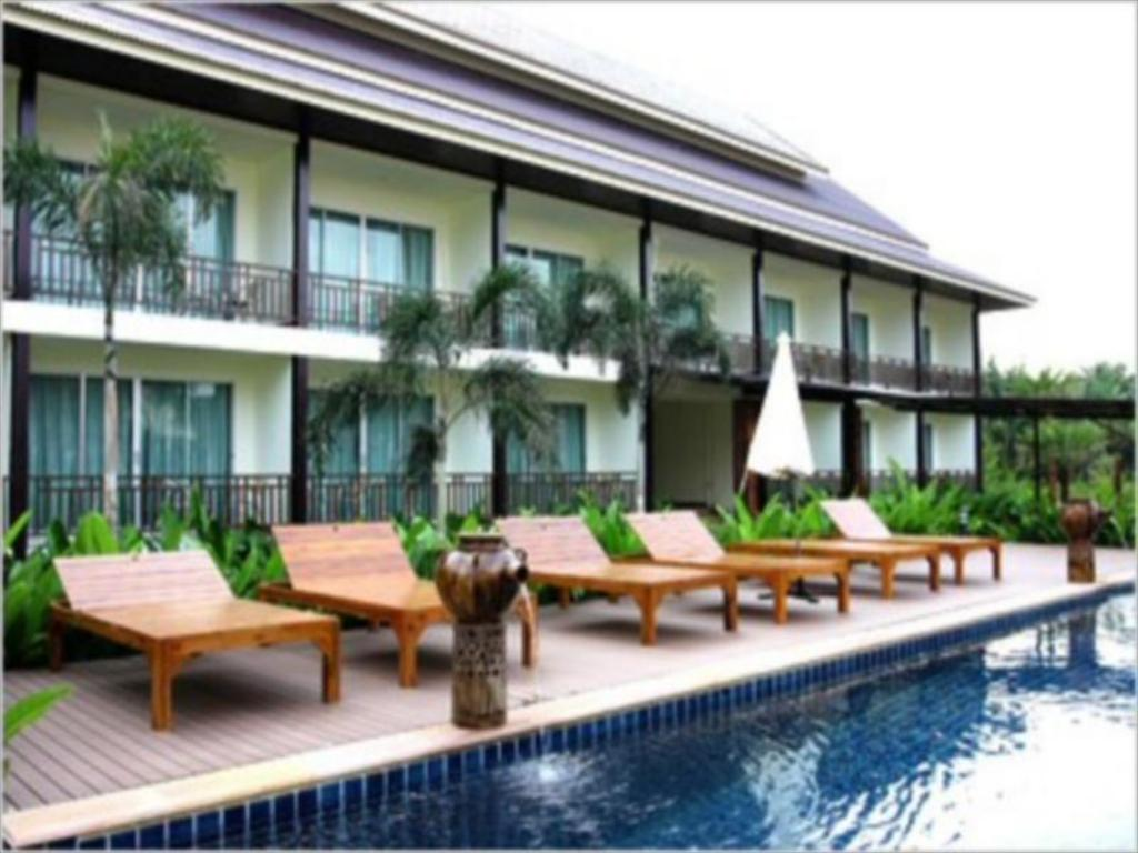 Swimming pool Aura Relaxing & Spa Hotel