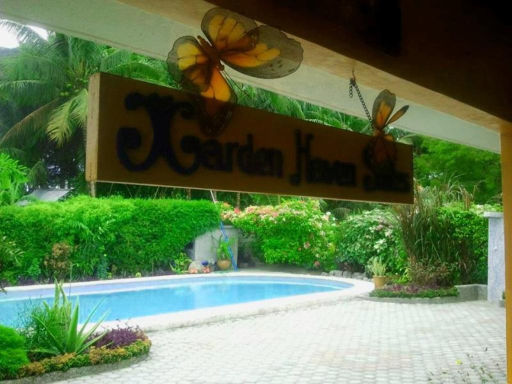 Swimming pool Garden Haven Suites