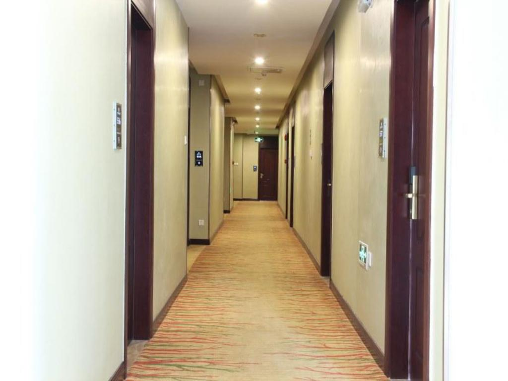 Interior view Platinum Holiday Hotel