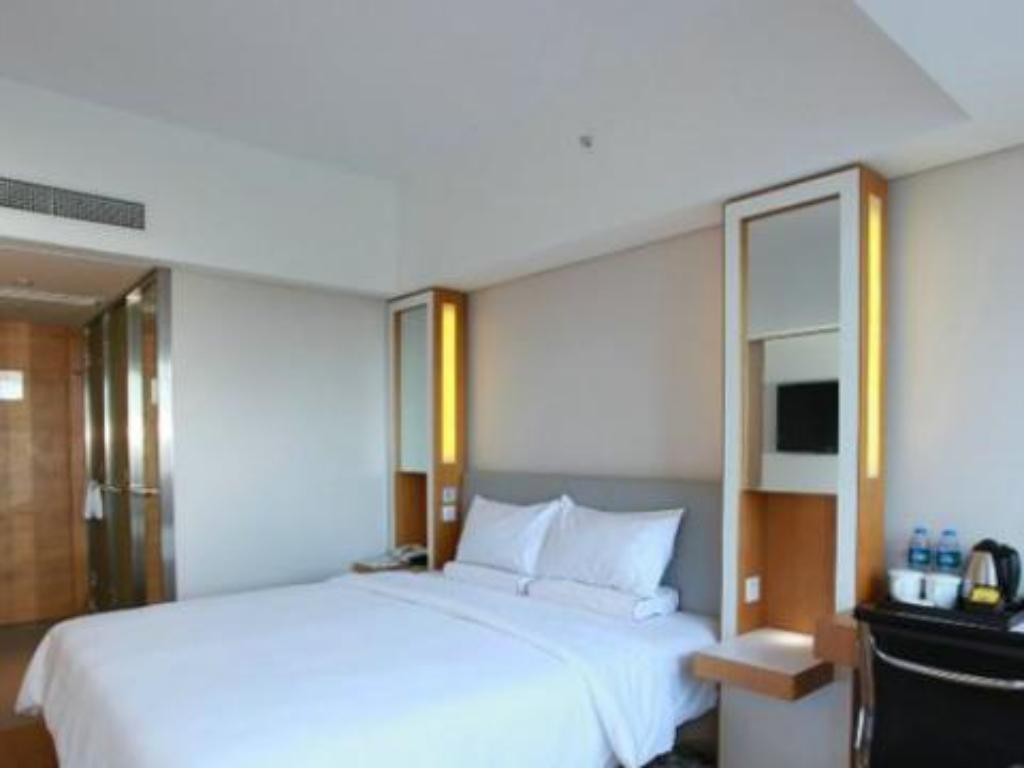 Superior City View Queen Bed - Suite room JI Hotel Guangzhou Zhujiang New Town