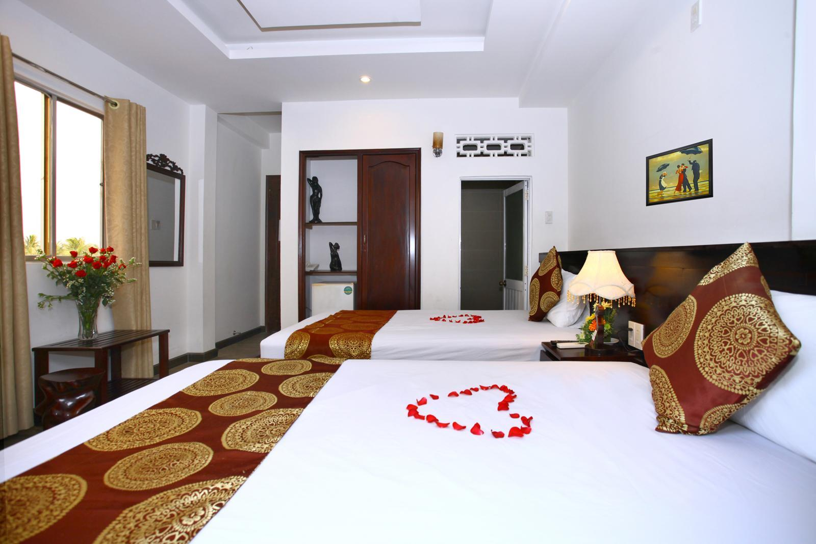 Deluxe Twin Room with Balcony and City View