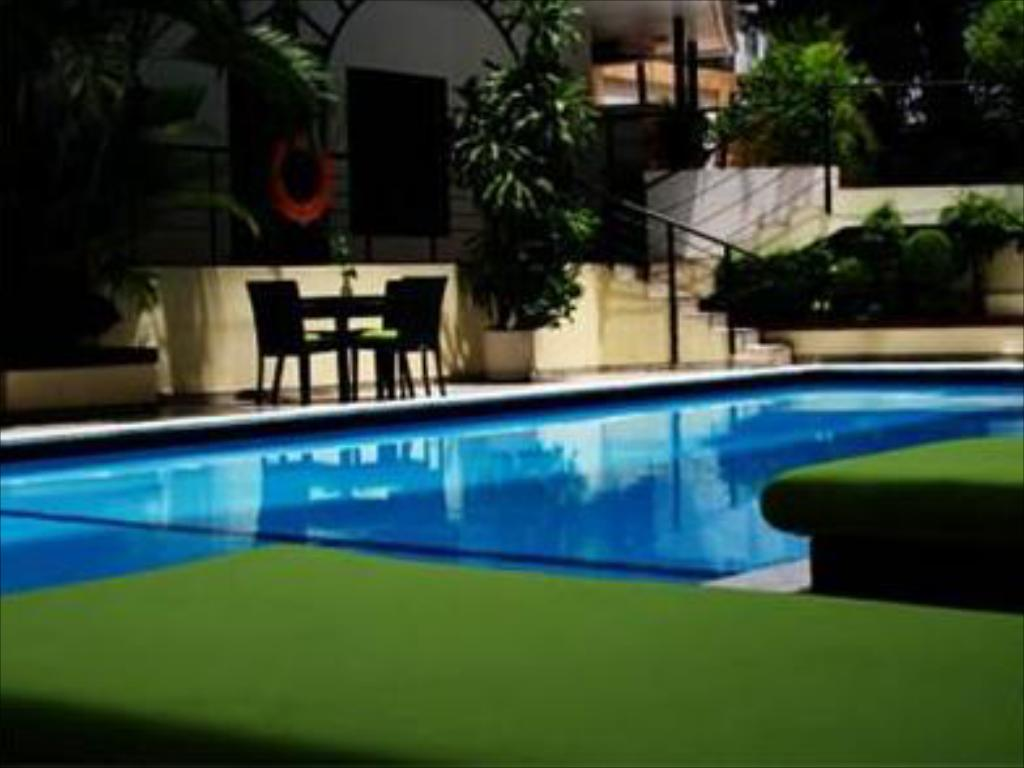 Swimming pool Riande Granada Urban Hotel