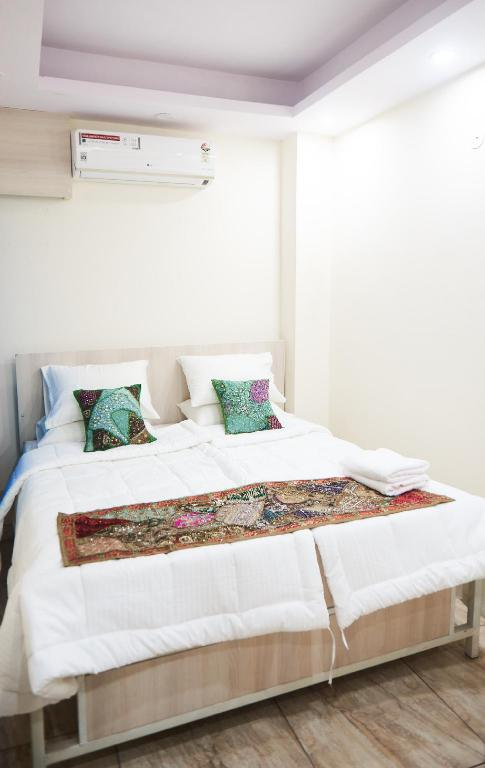 Double Bed Comfort Himalayan Hostel