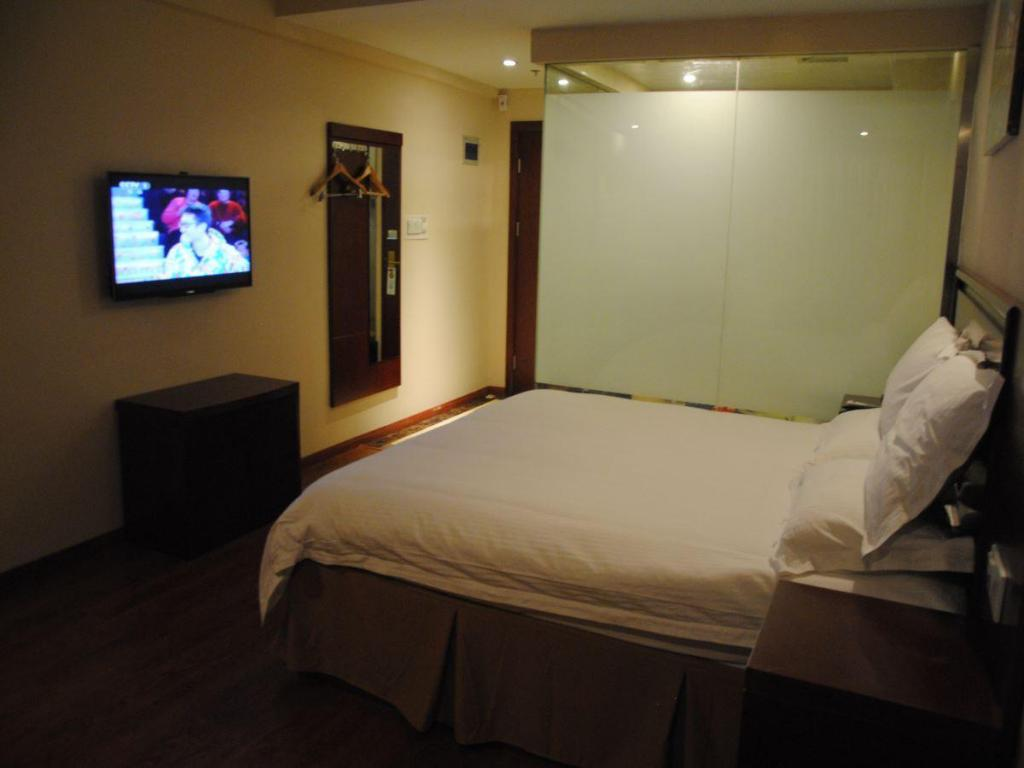See all 13 photos Greentree Inn Hefei Railway Station Shengli Square Express Hotel