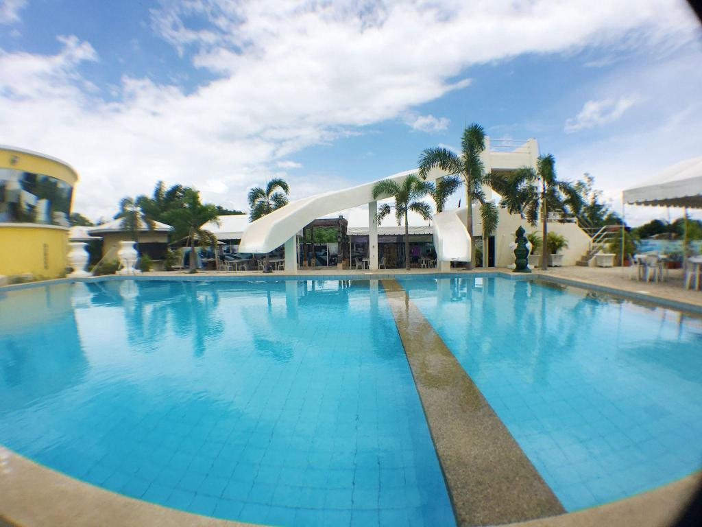 Swimming pool Metro Vigan Fiesta Garden Hotel