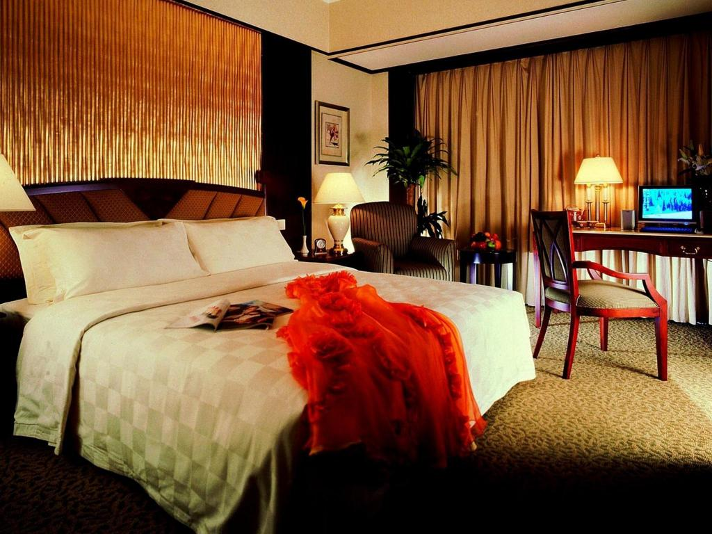 Deluxe Queen Room with 1 breakfast  Regal Palace Hotel