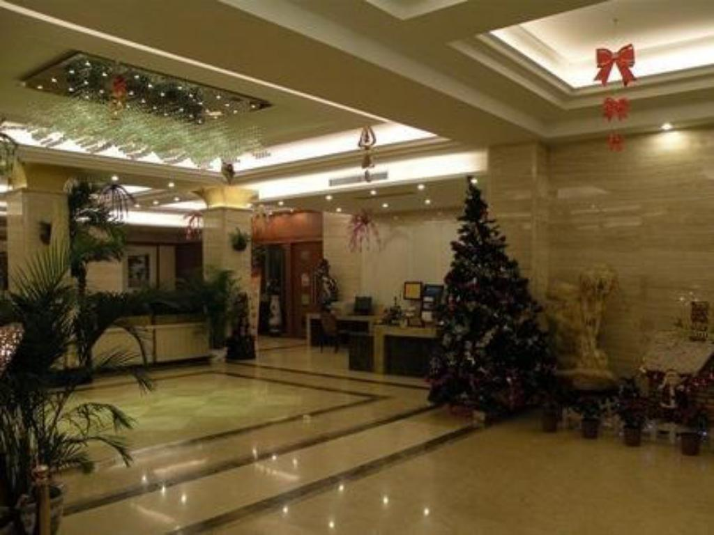 Lobby Golden Dragon Hotel