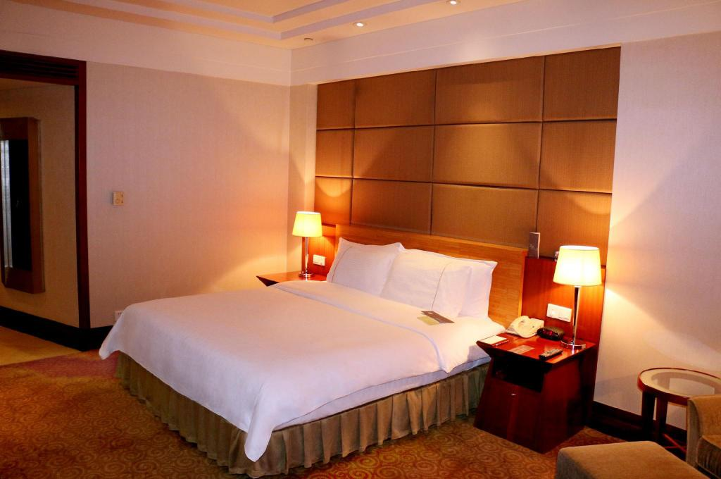 Superior King Bed Room, Guest room, 1 King - Gulta Sheraton Dongguan Hotel