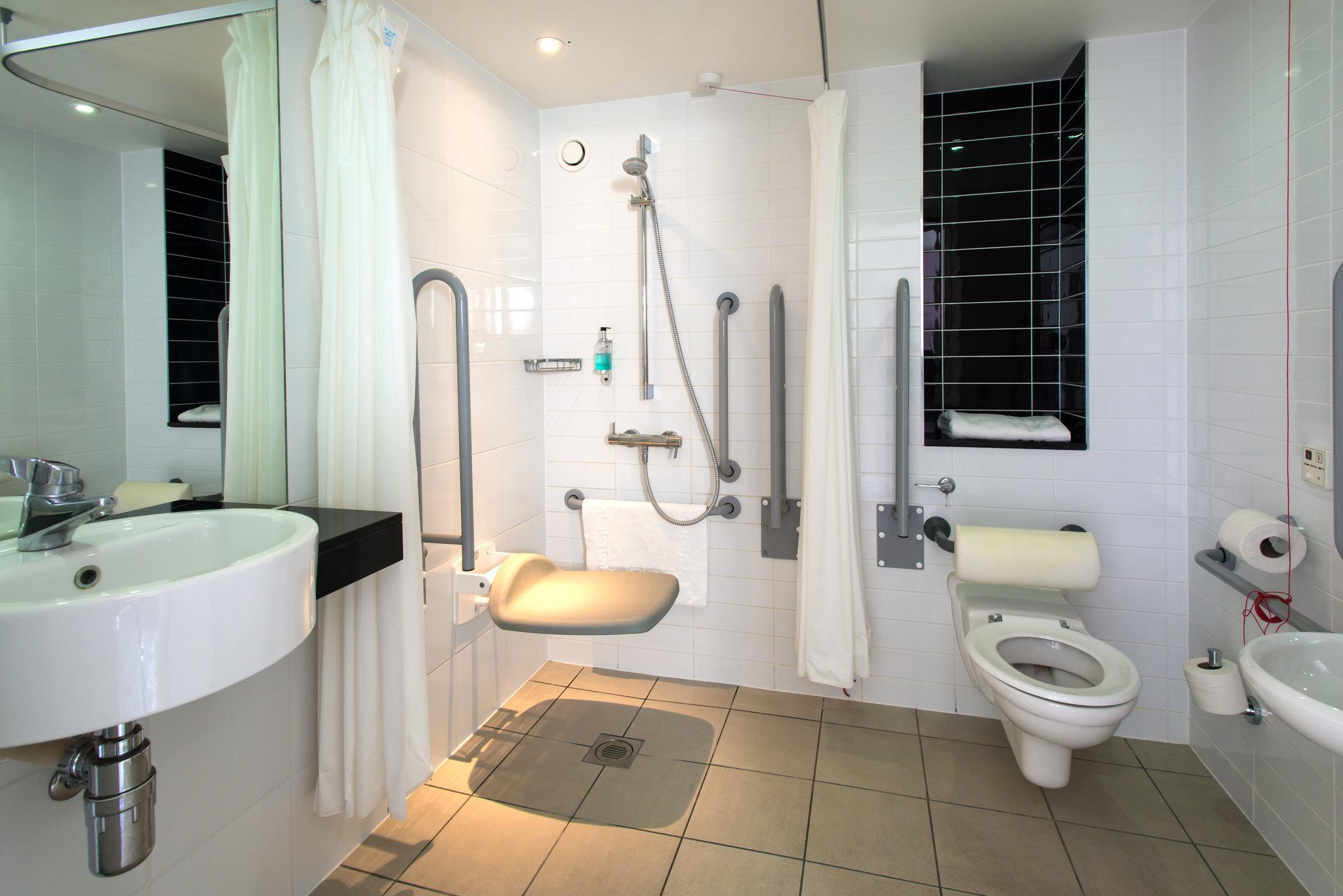 2 SINGLE BEDS WC ACCESSIBLE NONSMOKING