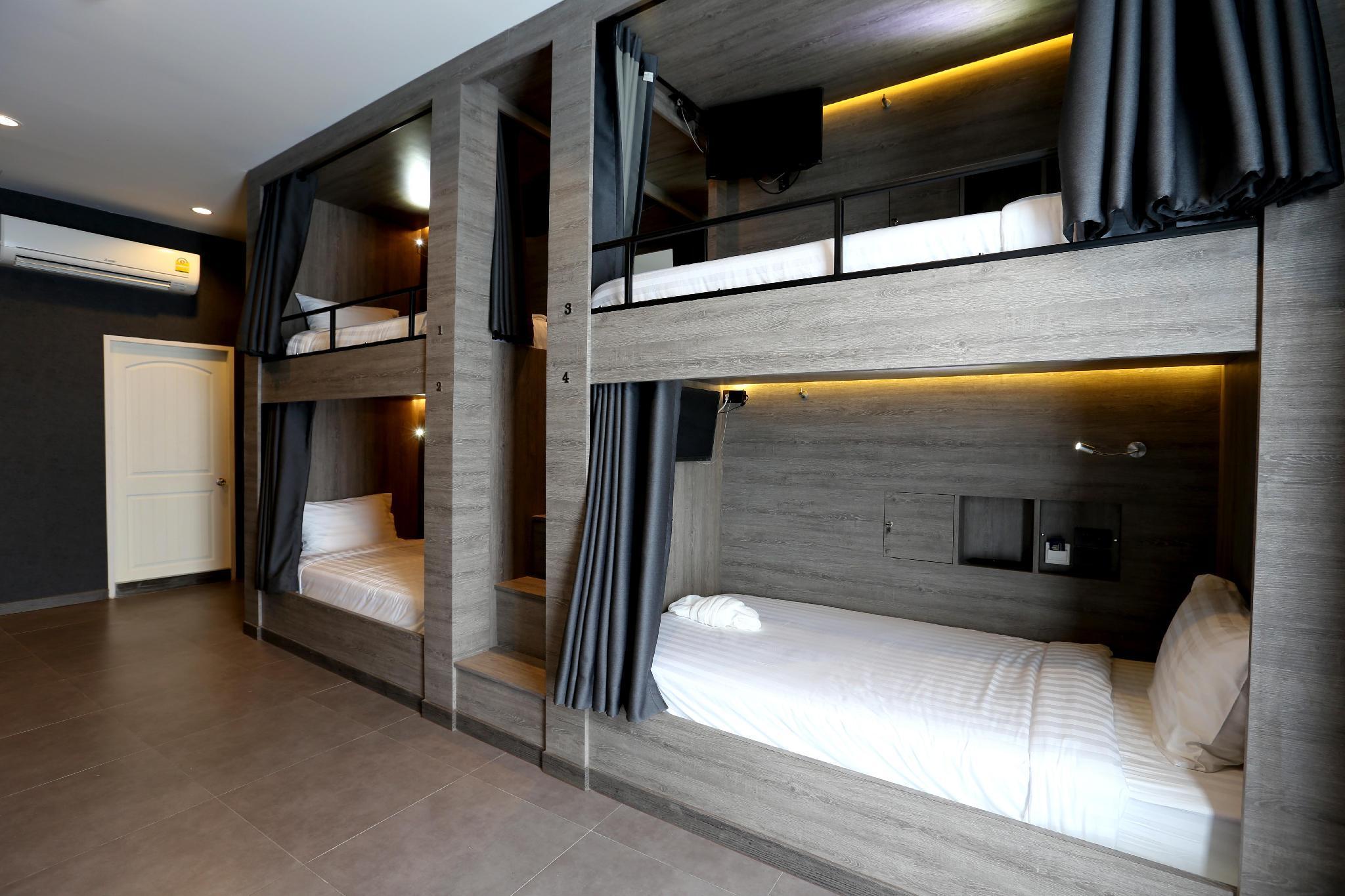 8 Bunk Bed Mixed Dormitory Room En Suite Bathroom And Balcony 11736612 Hotel Bangkok Deals Photos Reviews