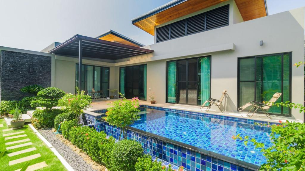 3 Bedrooms + 3 Bathrooms Villa in Rawai - 15641837