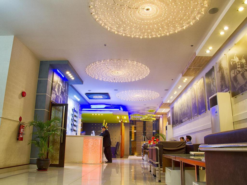 Лоби Hotel Dreamworld North Edsa