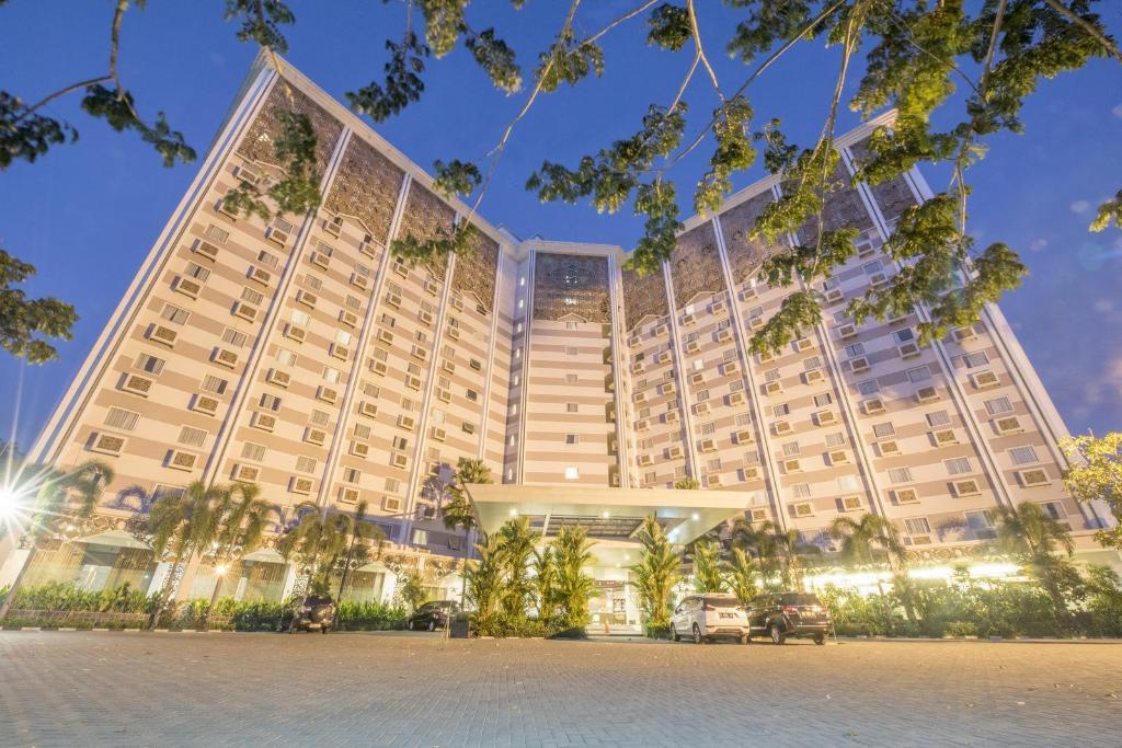 Syariah Hotel Solo in Solo (Surakarta) - Room Deals, Photos