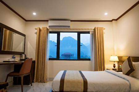 Deluxe Mountain View Double - Bed Premier Vang Vieng Hotel