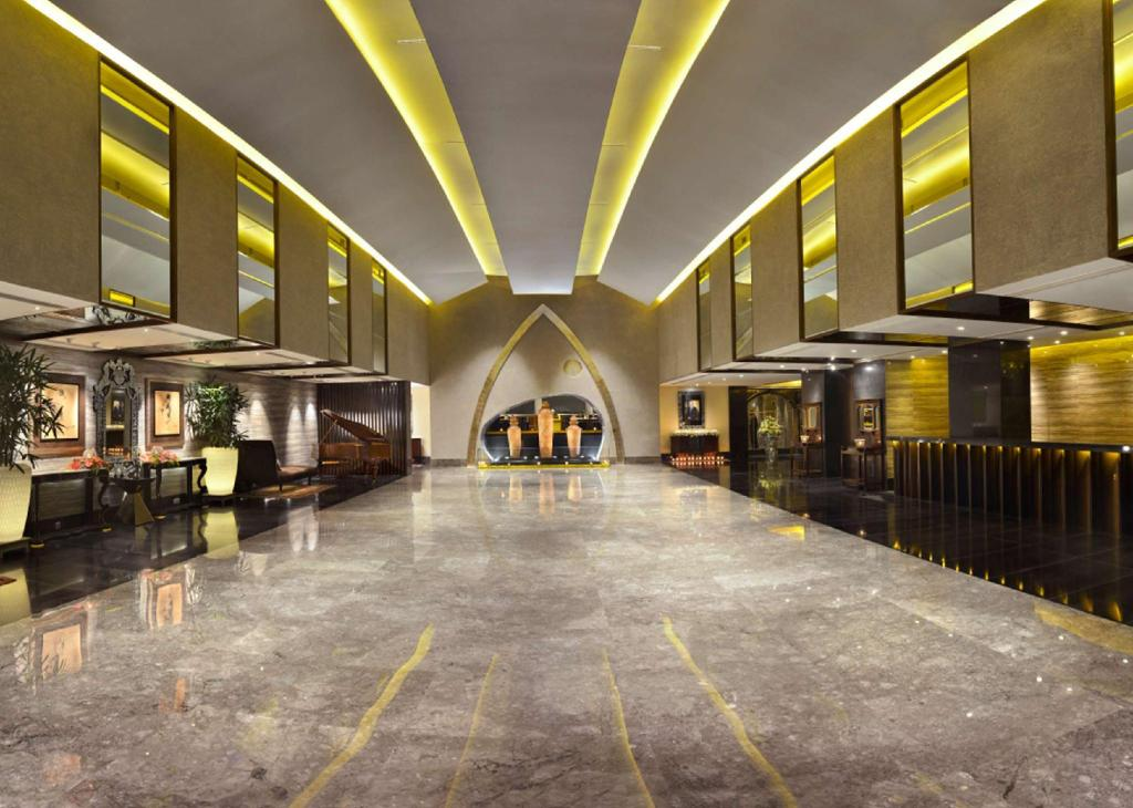 Lobby The Lalit Great Eastern Kolkata