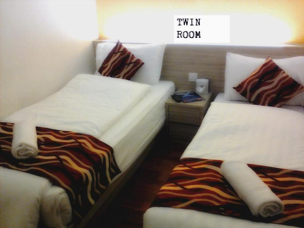 Twin Room with Shared Bathroom Suria hotel
