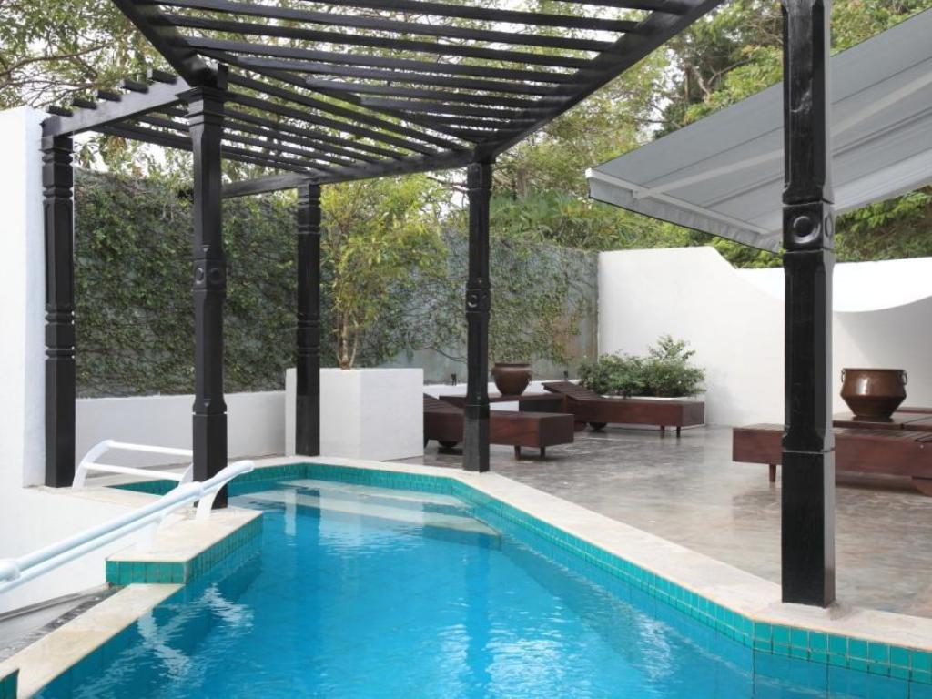piscina al aire libre Colombo Hotel by Ceilao Villas