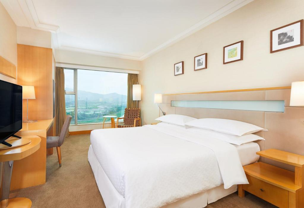 Superior Room - Bed Four Points by Sheraton Shenzhen
