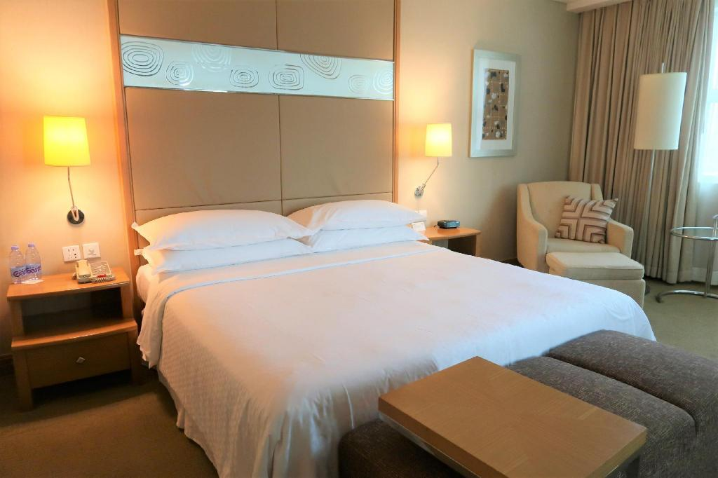 Superior Room, Guest room, 1 Queen - Bed Four Points by Sheraton Shenzhen