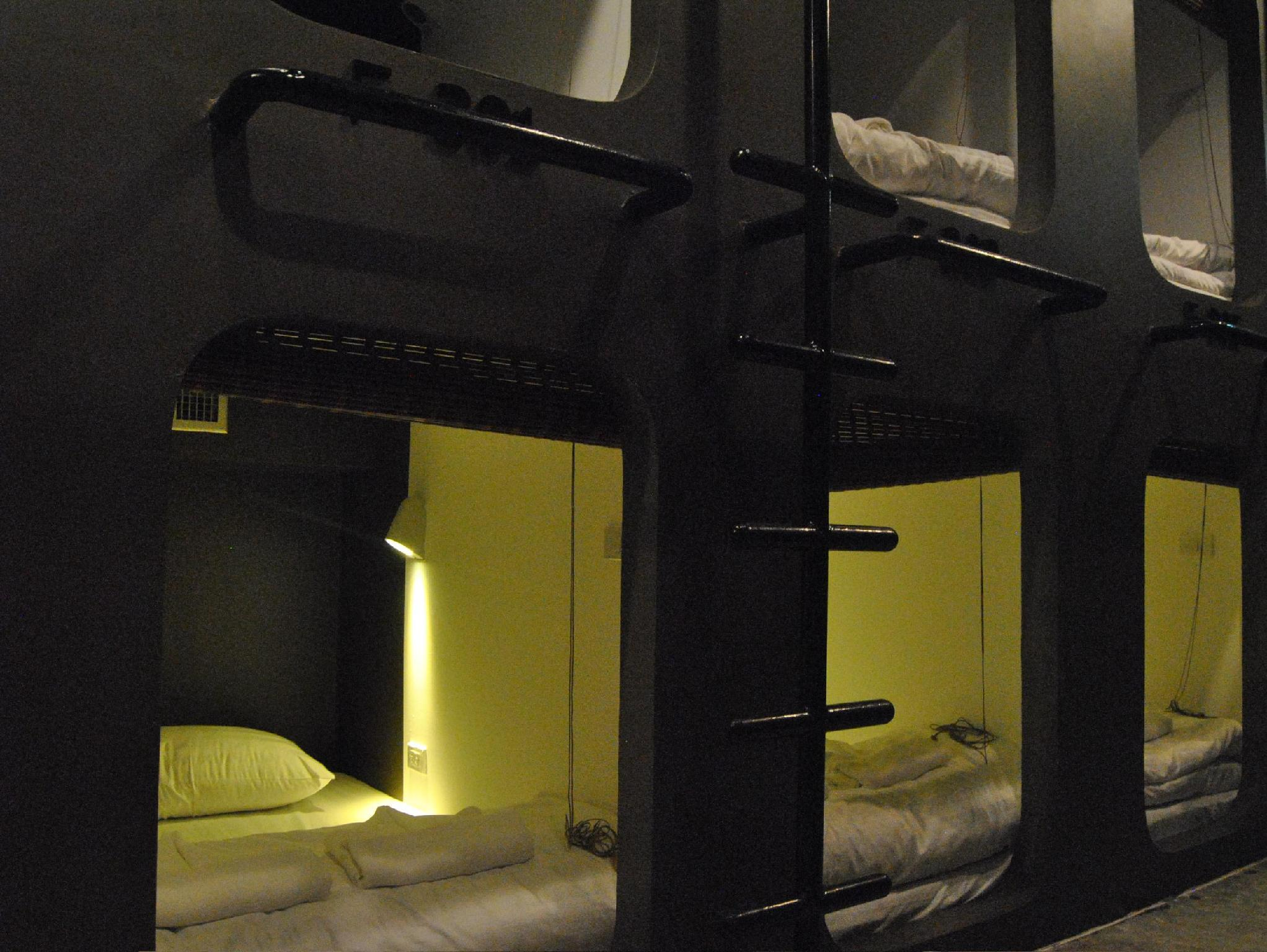 Capsule Mixed Dormitory