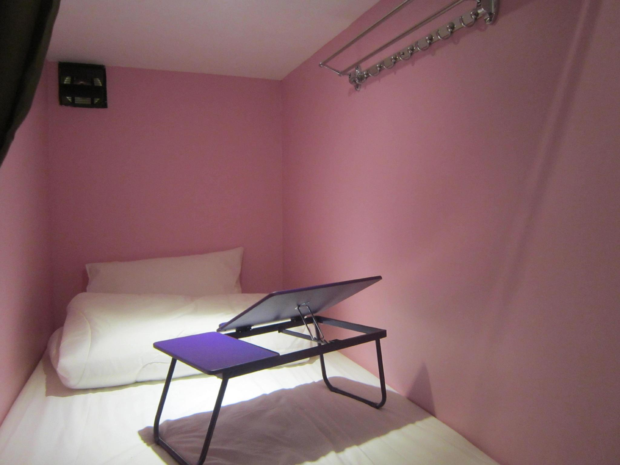 Katil Single di Bilik Asrama 6-Katil (Single Bed in 6 - Bed Dormitory Room)