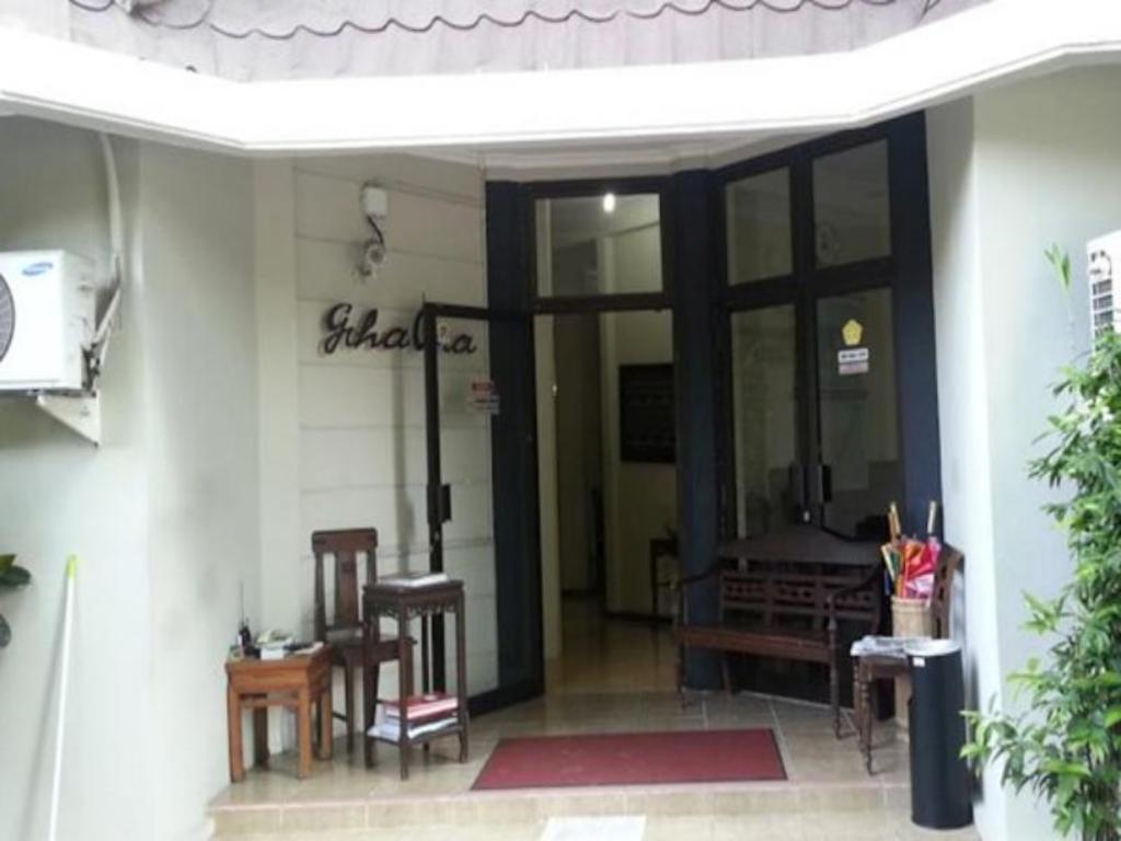 Best Price On Graha Ara Homestay In Surabaya Reviews